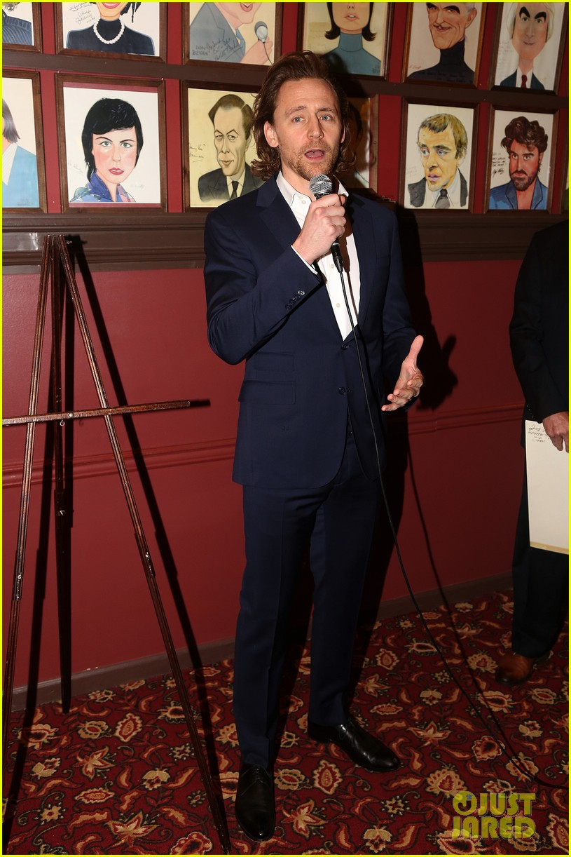 tom-hiddleston-honored-with-caricature-for-betrayal-broadway-performance-04.jpg